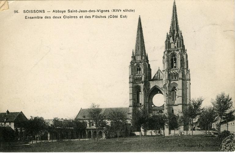 Soissons - Abbaye Saint-Jean-des-Vignes (XIVe siècle) - Ensemble des deux Cloîtres et des Flèches (Côté Est)_0