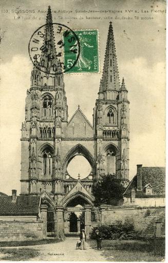 Soissons - Ancienne Abbaye Saint-Jean-des-Vignes (XVe siècle) - Les Flèches. La tour de gauche a 75 mètres de hauteur, celle de droite 70 mètres_0