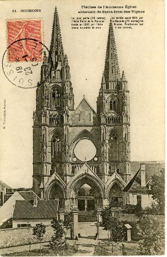 Soissons - Flèches de l'Ancienne église abbatiale de Saint-Jean-des-Vignes. La plus petite (70 mètres) fut édifiée avant 1516 par l'Abbé Pierre de la Fontaine. La Seconde (75 mètres) fut élevée en 1520 par l'Abbé Nicolas Prudhomme qui planta lui-même la croix à son sommet