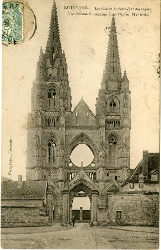 Soissons - Les Flèches de Saint-Jean-des-Vignes furent terminées longtemps aprés l'Église (XIVe siècle)_0