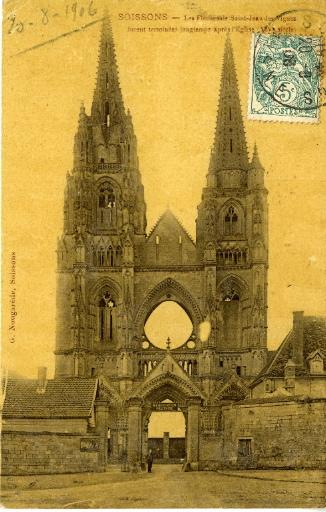 Soissons - Les Flèches de Saint-Jean-des-Vignes furent terminées longtemps après l'Église (XIVe siècle)_0