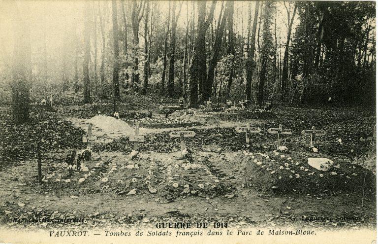 Guerre 1914 - Vauxrot - Tombes de soldats français dans le Parc de Maison-Bleue_0