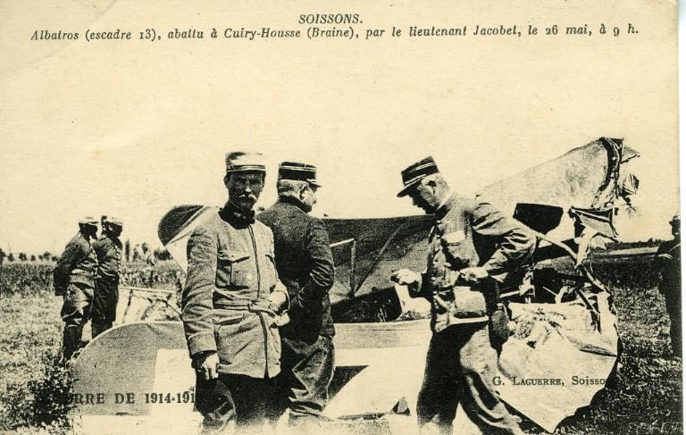 Guerre de 1914-1915 - Soissons - Albatros (escadre 13), abattu à Cuiry-Housse (Braine), par le lieutenant Jacobet, le 26 mai à 9 h_0