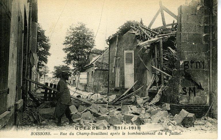 Guerre de 1914-1915 - Soissons - Rue du Champ-Bouillant après le bombardement du 6 juillet