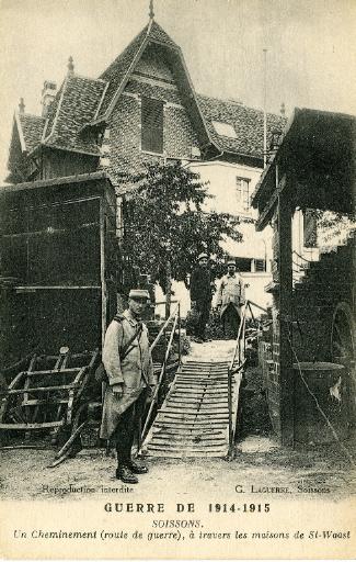 Guerre de 1914-1915 - Soissons - Un cheminement (route de guerre), à travers les maisons de Saint-Waast_0