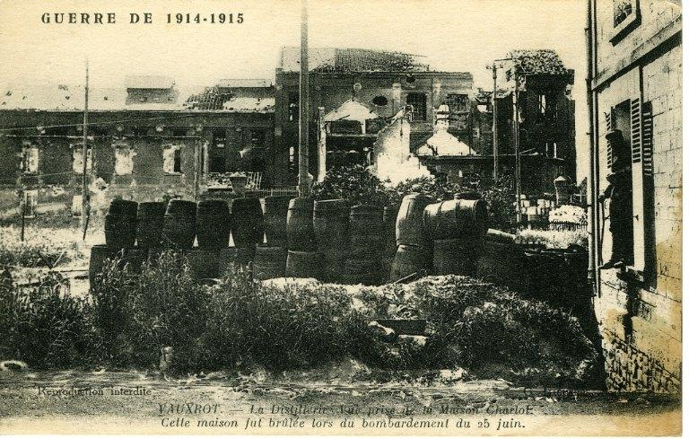 Guerre 1914-1915 - Vauxrot - La Distillerie, Vue prise de la Maison Charlot. Cette maison fut brûlée lors du bombardement du 25 juin_0