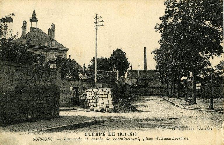 La grande guerre 1914-1915 - Soissons - Barricade et entrée de cheminement, place d'Alsace-Lorraine_0