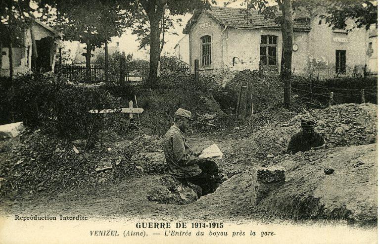 La grande guerre 1914-1915 - Venizel - L'Entrée du boyau prés de la gare_0