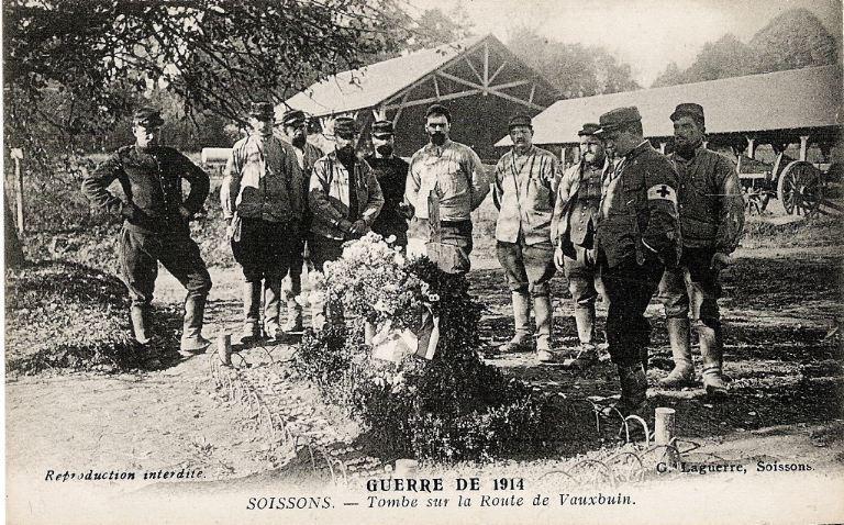 La grande guerre 1914-1915 - Tombe sur la route de Vauxbuin_0