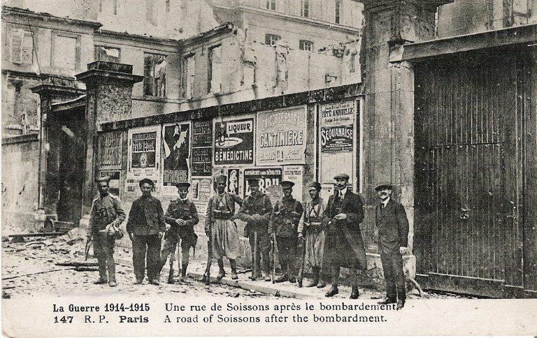 La grande guerre 1914-1915 - Une rue de Soissons après le bombardement_0