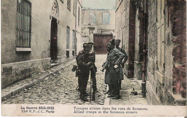 La grande guerre 1914-1915 - Troupes alliées dans les rues de Soissons_0