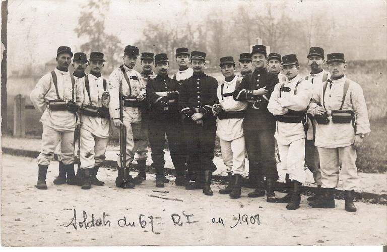Soissons - Soldats du 67e Régiment d'Infanterie en 1908_0