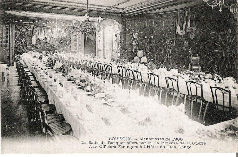 Soissons - Manoeuvres de 1906 - La Salle du Banquet offert par M. le Ministre de la Guerre aux Officiers étrangers à l'Hôtel du Lion Rouge