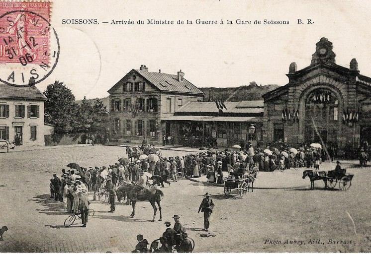Soissons - Arrivée du Ministre de la Guerre à la Gare de Soissons_0
