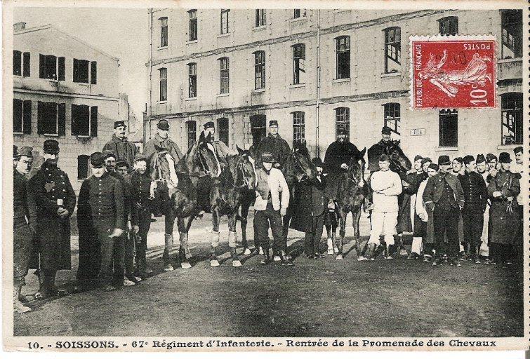 Soissons - 67e Régiment d'Infanterie - Rentrée de la promenade des chevaux