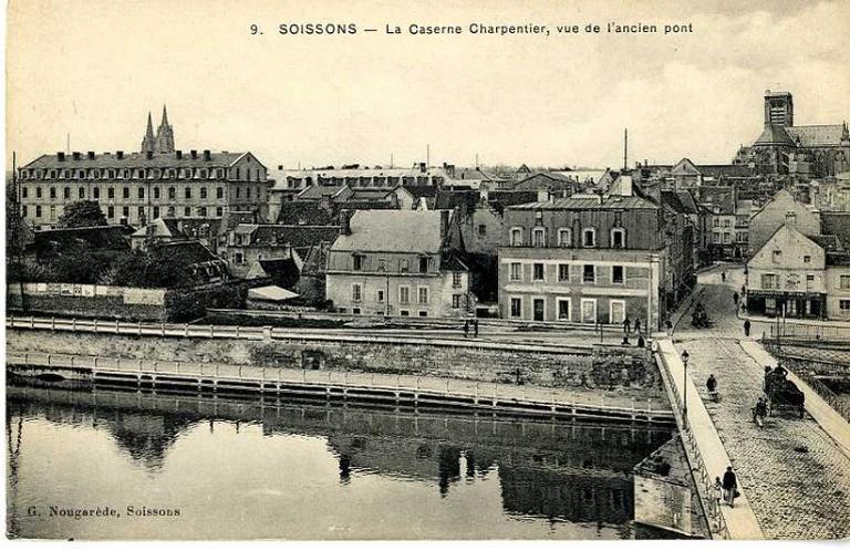 Soissons - La Caserne Charpentier, vue de l'ancien pont_0