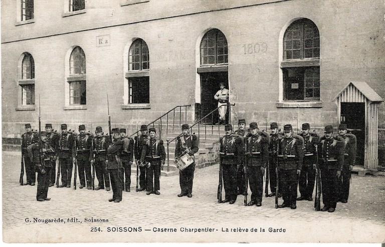 Soissons - Caserne Charpentier - La relève de la garde_0