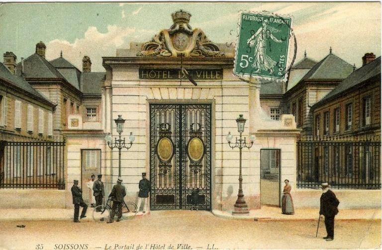 Soissons - Le Portail de l'Hôtel de Ville_0