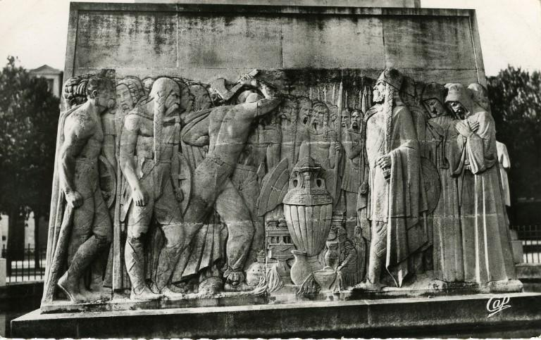 Soissons - Monument aux Morts - Bas-Relief 'Le Vase de Soissons' (Bartholomé, sculpteur)