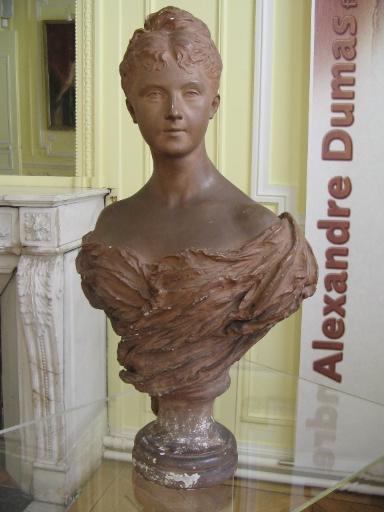 Buste d'Henriette Dumas fils, née Régnier de la Brière_0