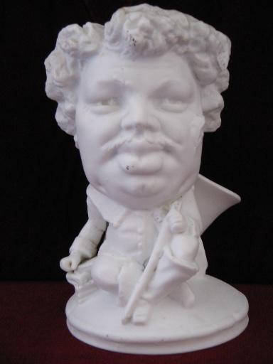 Statuette d'Alexandre Dumas père déguisé en mousquetaire