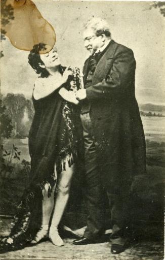 Alexandre Dumas père et Ada Menken debout_0