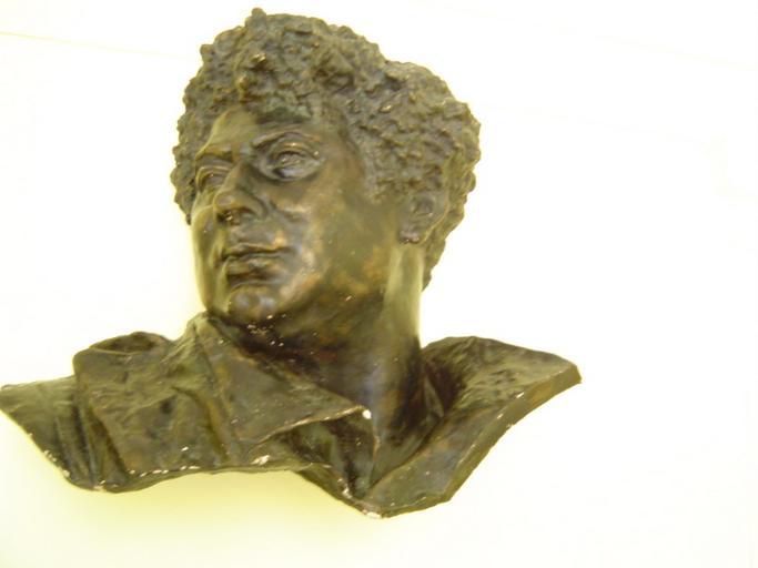 Moulage en plâtre de la tête et du col de la statue d'Alexandre Dumas père_0