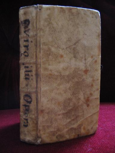Livre en langue latine regroupant différents ouvrages de Virgile_0