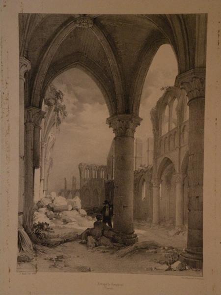 ruines de l'abbaye de Longpont, une prise de la porte d'entrée de l'Eglise