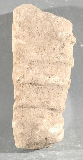 Ex-voto du temple de la forêt d'Halatte, bébé emmailloté