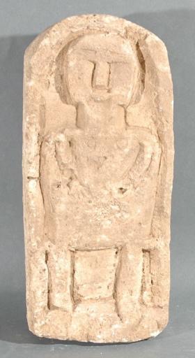 Ex-voto du temple de la forêt d'Halatte, stèle avec une femme ?_0