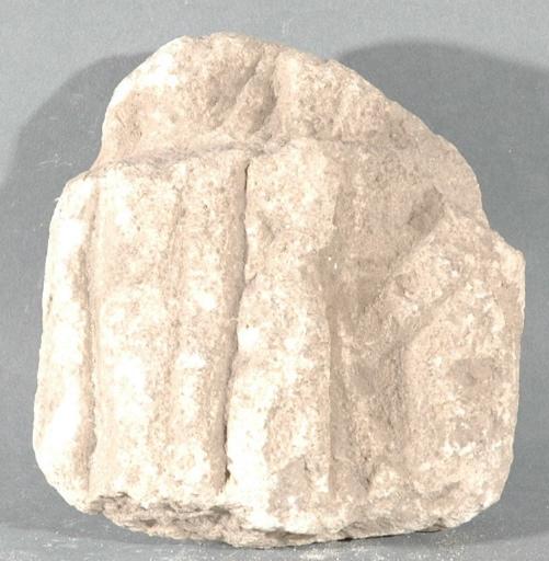 Ex-voto du temple de la forêt d'Halatte, plis de vêtement