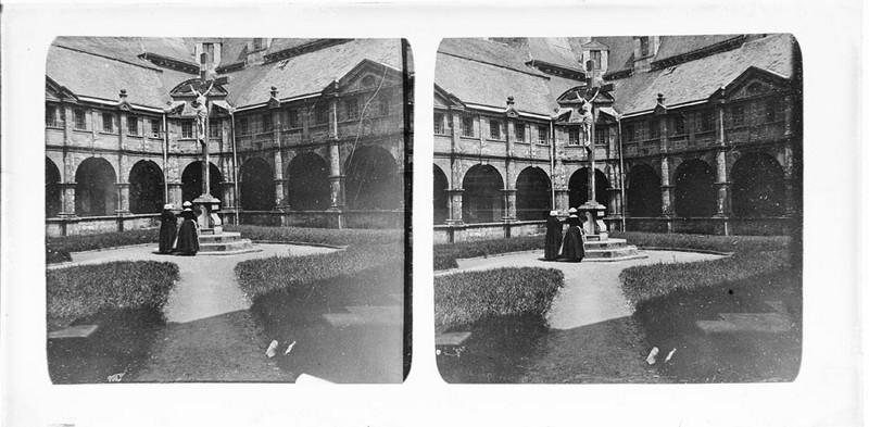 BOUZANQUET Gaston : Le Cloître de la basilique de Sainte-Anne-d'Auray
