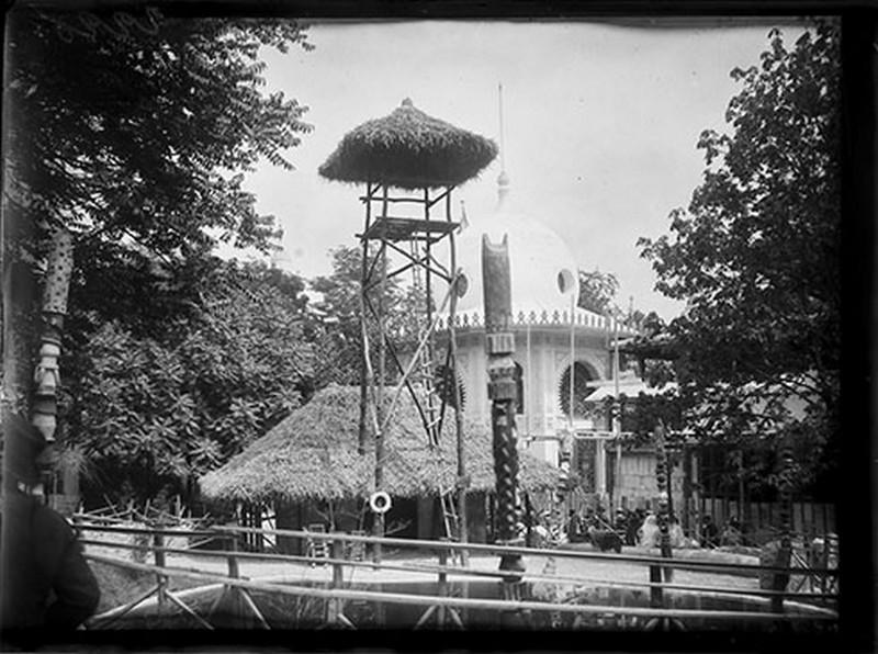 BOUZANQUET Gaston : Poste de garde indigène au Dahomey [exposition universelle 1900]