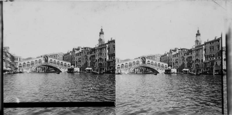 Le Rialto sur le Grand Canal_0