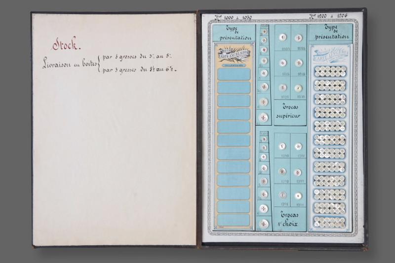 Carte-échantillon, bouton (172)_0