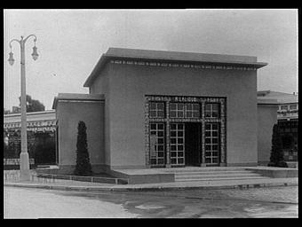 Les escaliers en céramique dessinés par Lalique ont été exécutés par la Manufacture Nationale de Sèvres