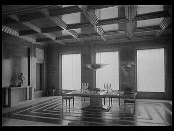 Salle à manger composée par Laliqueet exécutée par la Maison Charles Bernel