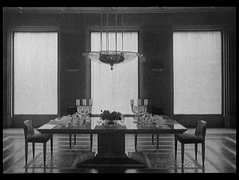 Salle à manger composée par Lalique et exécutée par la Maison Charles Bernel