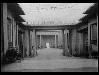 Grand hall vu du haut de l'escalier monumental