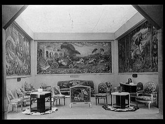 Salon de la Manufacture nationale de tapisserie des Gobelins : 'La Belle au bois dormant' carton de Jean Veber, chef de pièce Maloisel ; 'Cendrillon' par Roland ; 'Le Petit Poucet' par Mairet