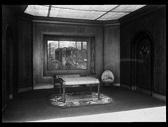 Galeries des écoles d'art de France : salle d'attente d'une compagnie de navigation, éxécutée en bubinga