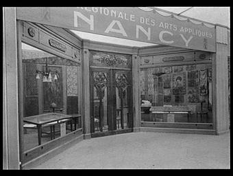 Galeries des écoles d'art de France : entrée d'un magasin d'objets d'ameublement d'art