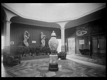 Village français, pavillon de l'art en Alsace, la glorification de l'enfant, hall central