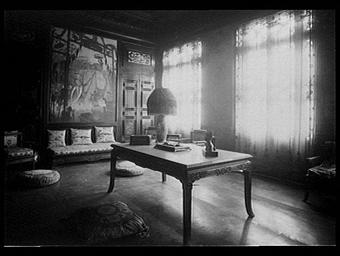 Hall d'une résidence mandarine à Hué dans la région du Annam