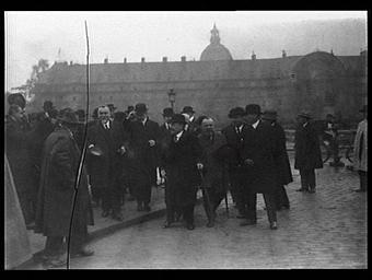 VISITE DES CHANTIERS DE L'EXPOSITION DES ARTS DECORATIFS ET INDUSTRIELS MODERNES EN OCTOBRE 1924