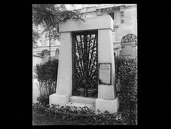 PORTE DU MONUMENT AUX MORTS DE LEVALLOIS-PERRET