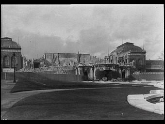 Exposition internationale ; palais ; démolition ; pavillon ; jardin public ; vue frontale