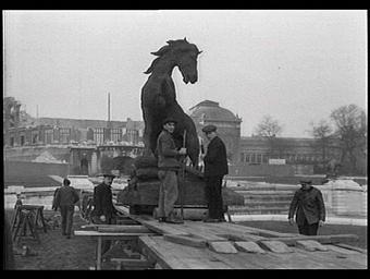 Sculpture : Le Cheval à la herse
