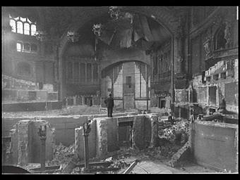 Exposition internationale ; palais ; salle de spectacle ; démolition ; sculpture ; lustre ; pilastre ; chantier ; baie   5 8 ; intérieur